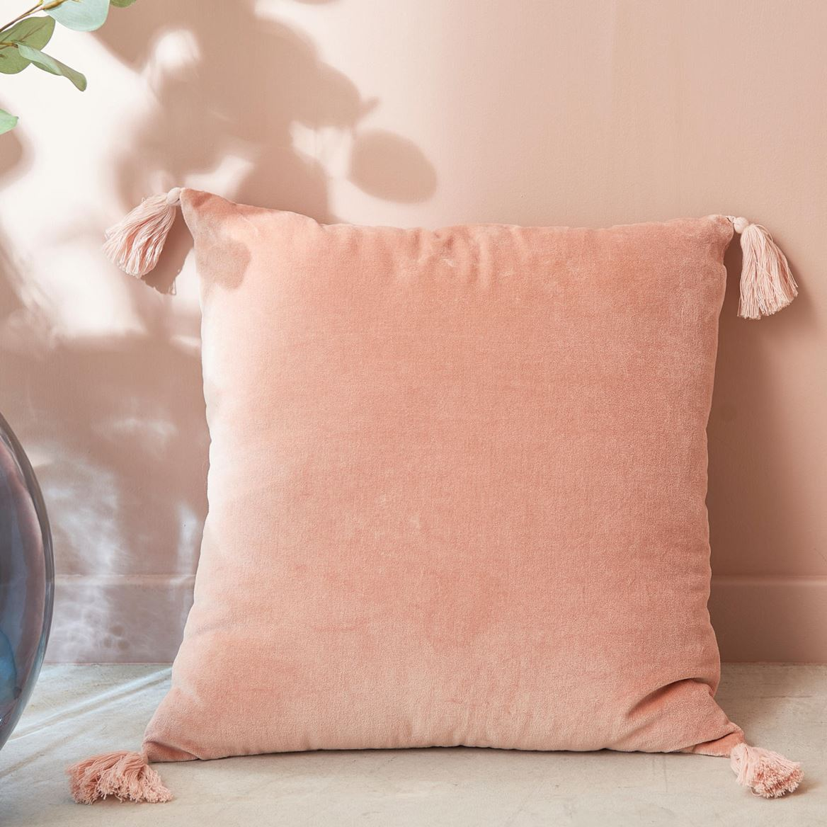 INA Coussin rose Larg. 45 x Long. 45 cm_ina-coussin-rose-larg--45-x-long--45-cm